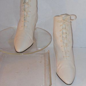 NINEWEST IVORY GENUINE LEATHER GRANNY STYLE ANKLE
